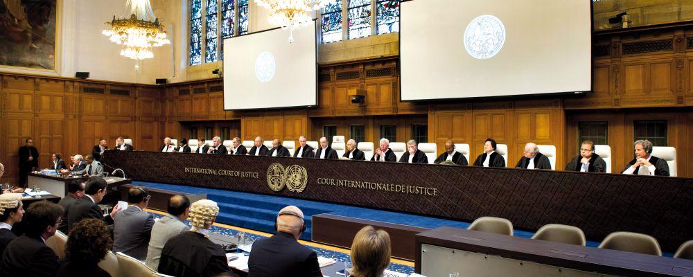 ICJ Judges at the opening of the public hearings in the Temple dispute (Cambodia v.  Thailand). Les juges de la CIJ à l'ouverture des audiences (affaire Cambodge c. Thaïlande).
